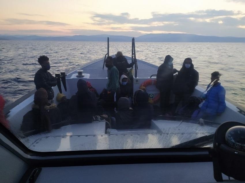 İzmir açıklarında 34 düzensiz göçmen kurtarıldı