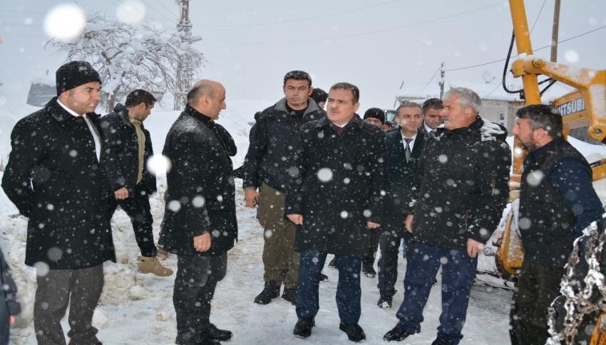 Vali Akbıyık karla mücadele çalışmalarını denetledi