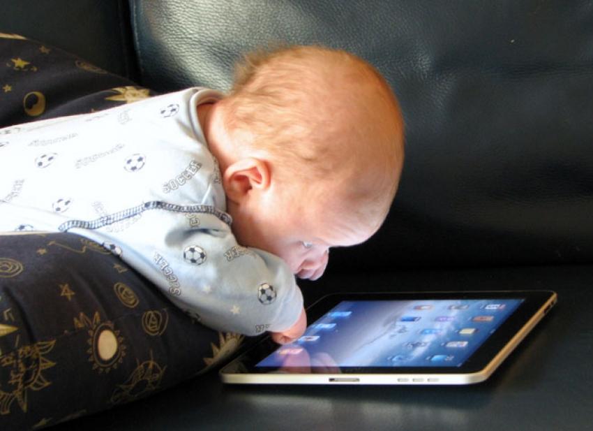 Tabletler bebeklerde konuşmayı geciktiriyor