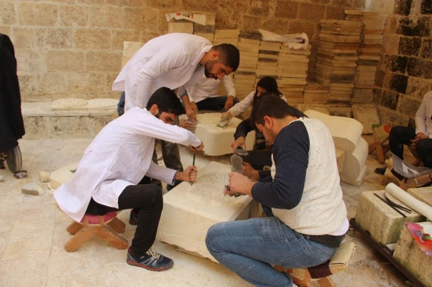 Osmanlı mimarisi taşlara işleniyor