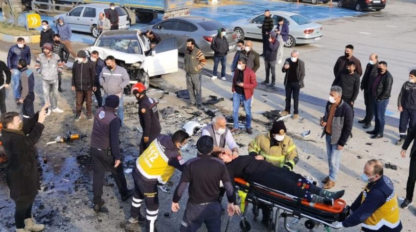 Bursa'da trafik kazası: Ölü ve yaralılar var!