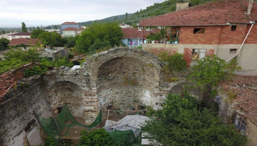 Bursa'da evlerin içinde kalan tarihi kiliseye kültürel varlık tescili