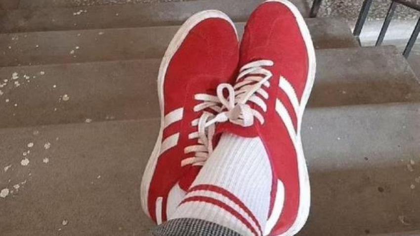 O ülkede kırmızı beyaz ayakkabı ve çorap giyen kadına para cezası verildi
