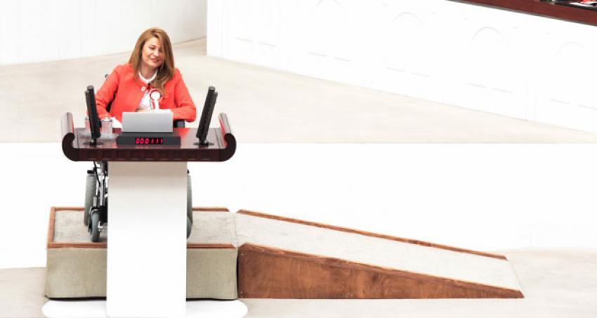 Meclis'te ilk yemini AK Parti Bursa Milletvekili Bennur Karaburun yaptı