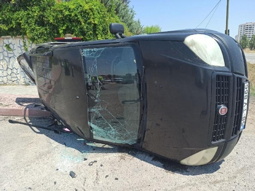 Hafif ticari araçlar çarpıştı: 3 yaralı