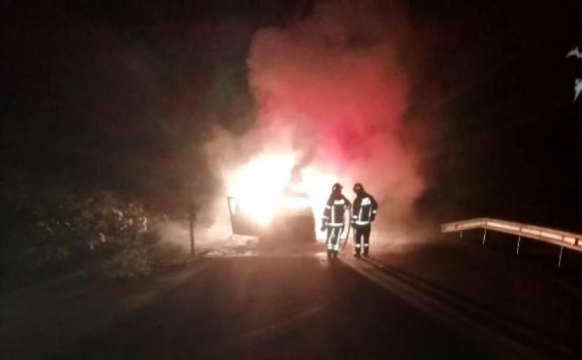 Bursa'da bir gün önce aldığı otomobil alev alev yandı