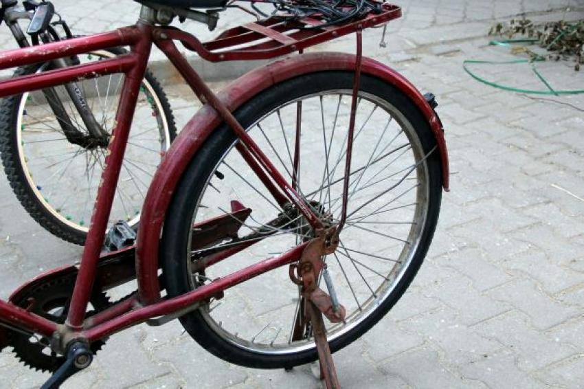 Minibüs bisiklete çarptı, 1 ölü