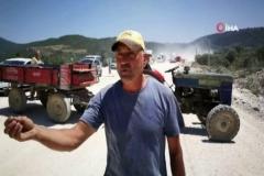 Bitmeyen yol toz yüzünden çiftçiyi isyan ettirdi, yolu traktörle trafiğe kapattılar