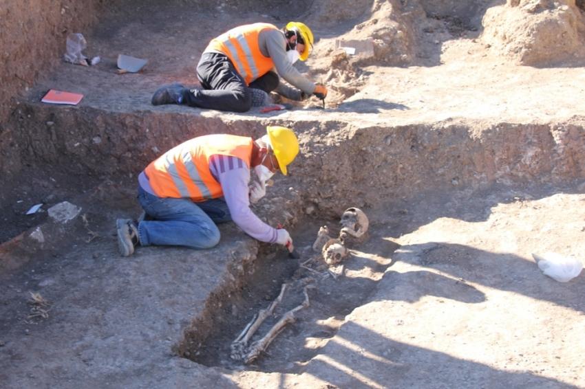 Boru hattı kazılarında Roma mezarları bulundu