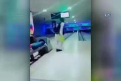 Bovling topunu tavana nişanladı