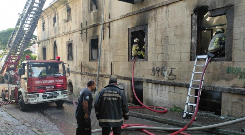 Bursa'nın tarihi binasında yine yangın!
