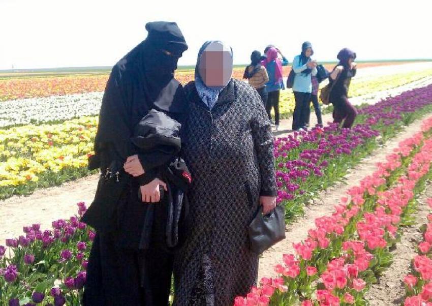 Burka giydi, IŞİD'e katıldı!