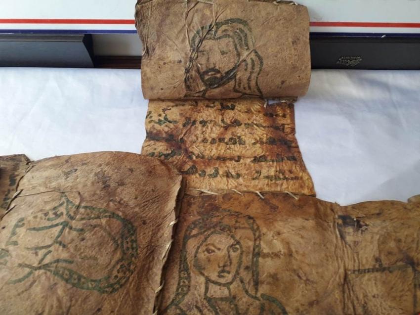 17 parça tarihi deri İncil ele geçirildi