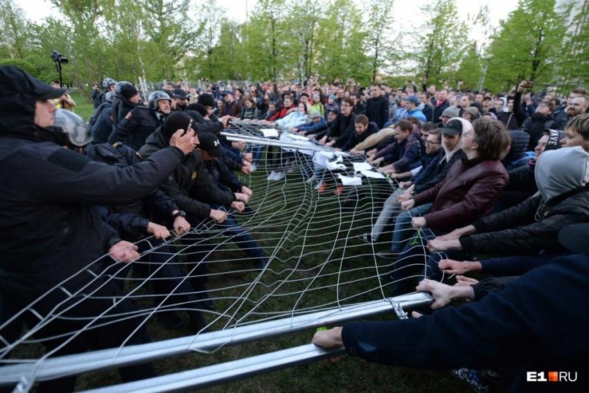 Rusya'da 'kilise' kavgasında çok sayıda kişiye gözaltı