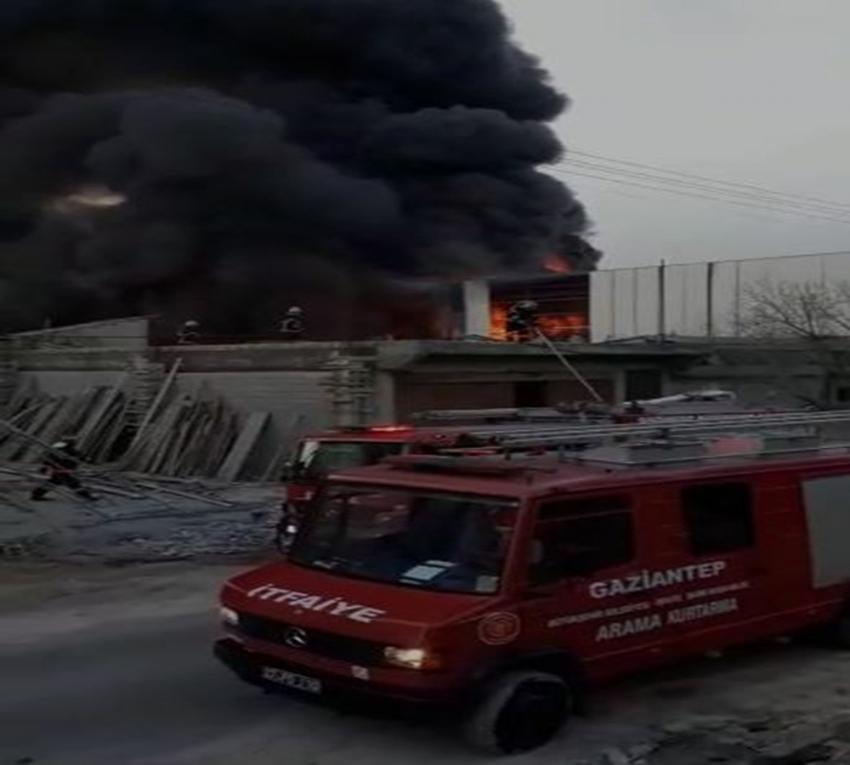 Boya imalathanesinde yangın: 4 yaralı