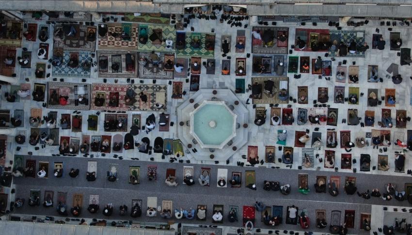 Bursa Emirsultan Camii Ramazan Bayramında doldu taştı