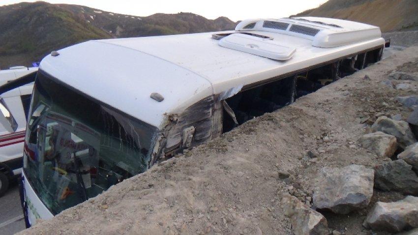 Öğrencileri taşıyan otobüs kaza yaptı!