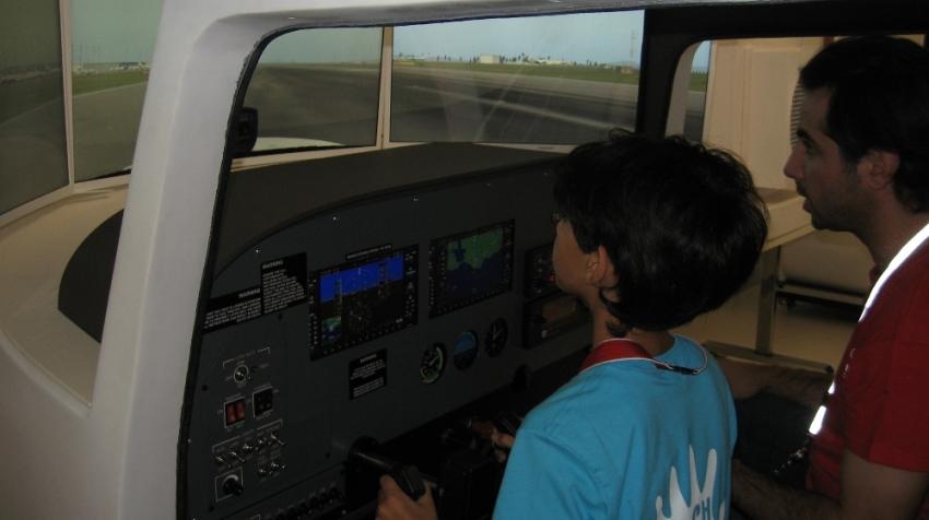 Minikler, uçuş simülatöründe pilotluk deneyimi yaşadı
