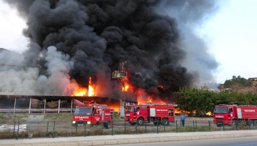 AVM'de dev yangın