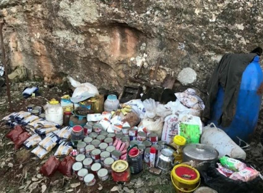Teröristlere ait sığınak ve barınaklar imha edildi