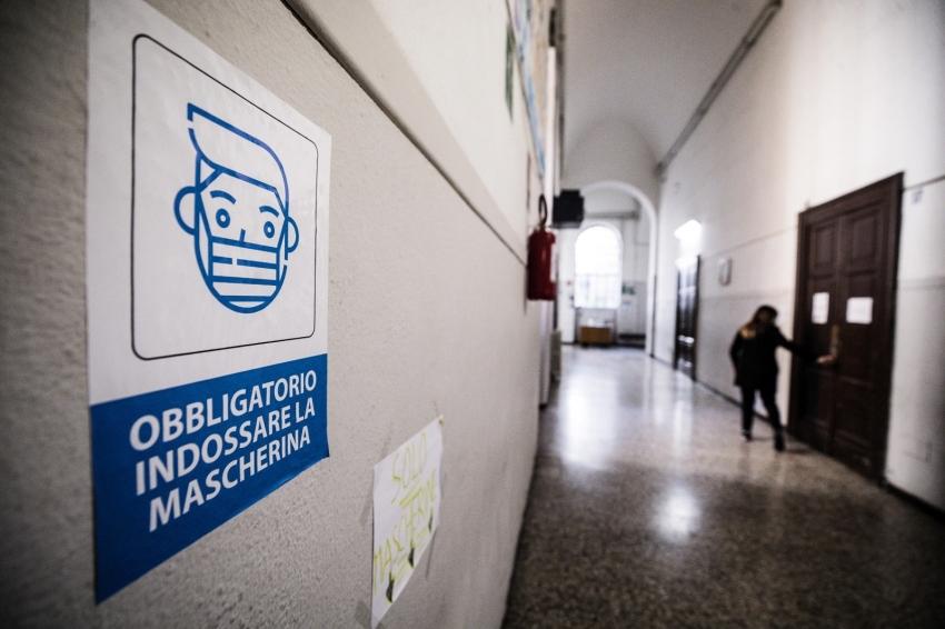 İtalya'da son 24 saatte 417 can kaybı