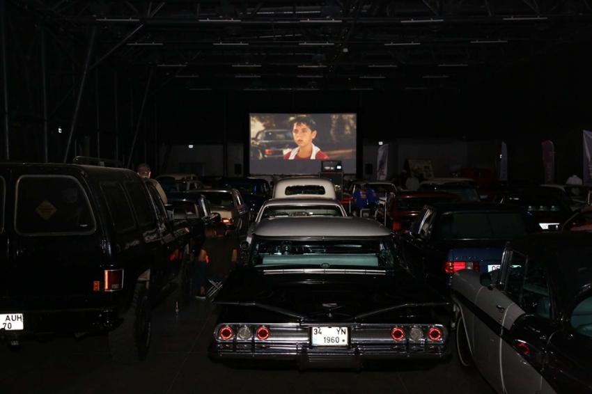 Arabalı sinemada Cem Yılmaz keyfi