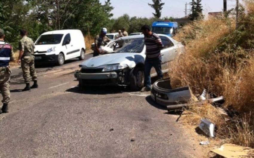 Yolcu minibüsü ile otomobil çarpıştı! 8 yaralı