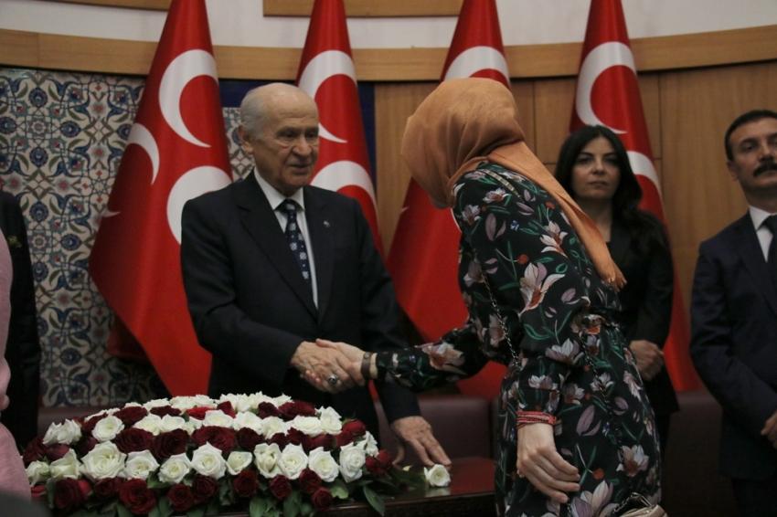 MHP Lideri Bahçeli partililerle bayramlaştı