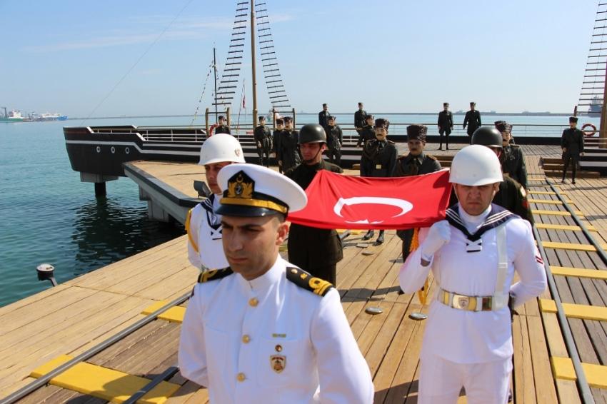 Atatürk'ü temsil eden bayrak karaya çıktı