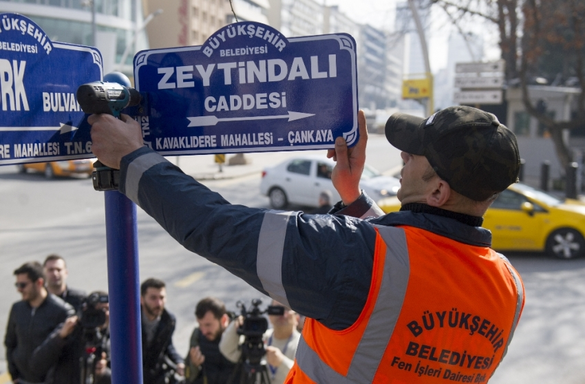 """""""Zeytin Dalı Caddesi"""" tabelası asıldı"""