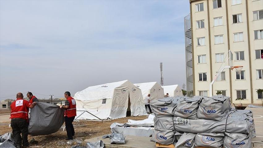 Türk Kızılayı Halepçe'de kız öğrenci yurdunun bahçesine 45 çadır kurdu