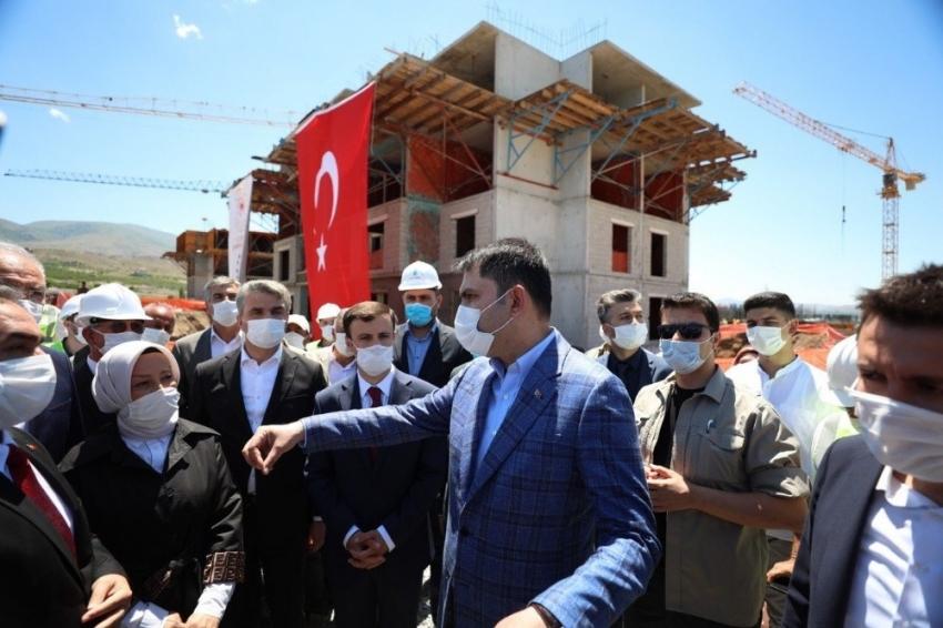 Bakan Kurum, yapımı süren projeleri inceledi