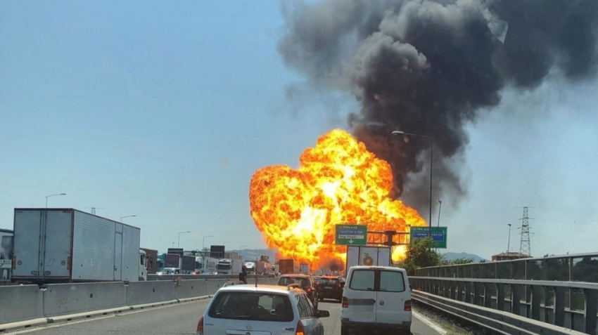 İtalya'da havalimanında büyük patlama