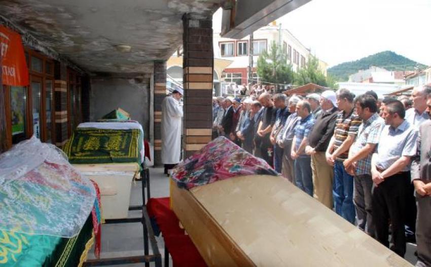 Cenaze namazları, katılmak istedikleri cenaze ile kılındı