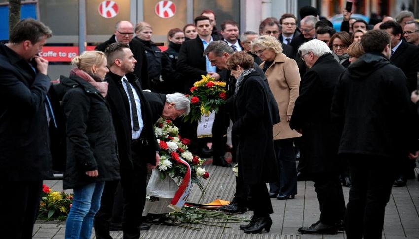 5 Türk'ün öldürüldüğü olay yerine çiçek bıraktı