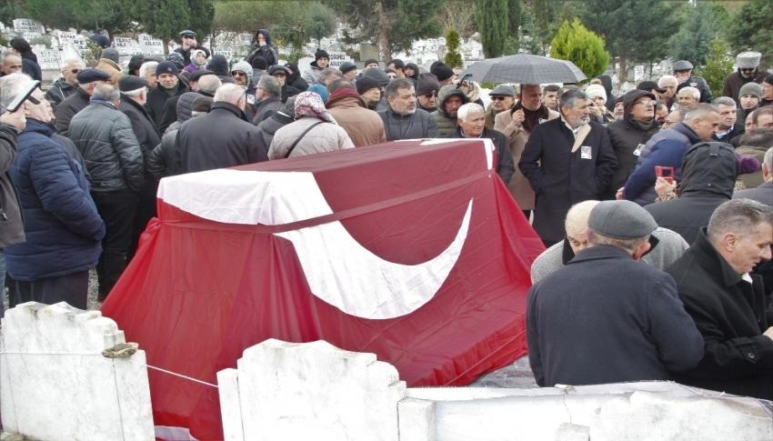 Ozan Arif mezarı başında anıldı