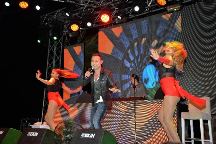 Serdar Ortaç ve dansçıları nefes kesti