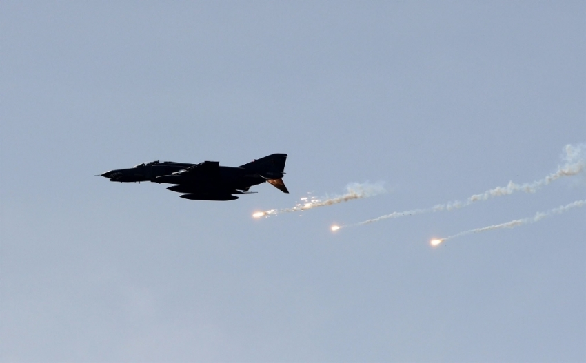 Deyrizor'a hava saldırısı: 20 sivil öldü