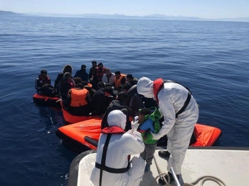 Kuşadası Körfezi'nde 30 göçmen kurtarıldı