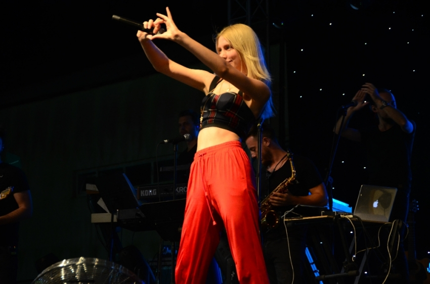 Aleyna Tilki Antalya'yı salladı