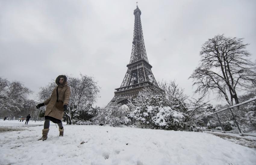 30 yılın rekor yağışı nedeniyle Eyfel Kulesi kapatıldı