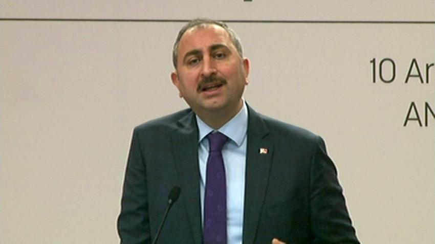 """Adalet Bakanı Gül'den """"başörtüsü ve Kaşıkçı"""" açıklaması"""