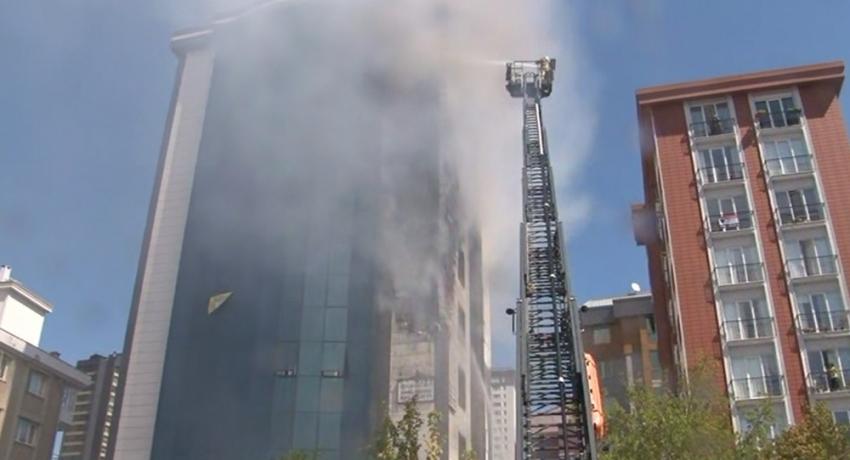 İstanbul'da 9 katlı binada yangın çıktı