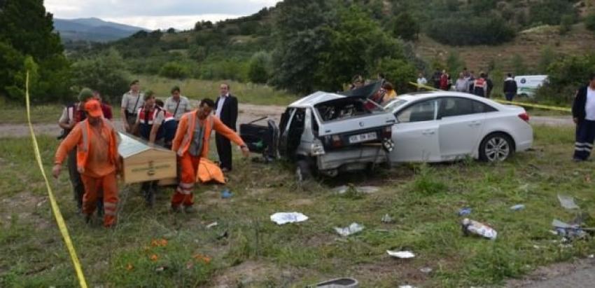 Cenazeye giderken feci kaza! 4 ölü, 4 yaralı