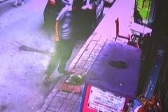 Cep telefonu hırsızı kamerada!