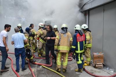 Fatih'te suni deri imalathanesinde korkutan yangın