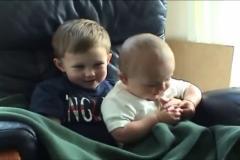 'Charlie bit my finger' videosunun kahramanları büyüdü