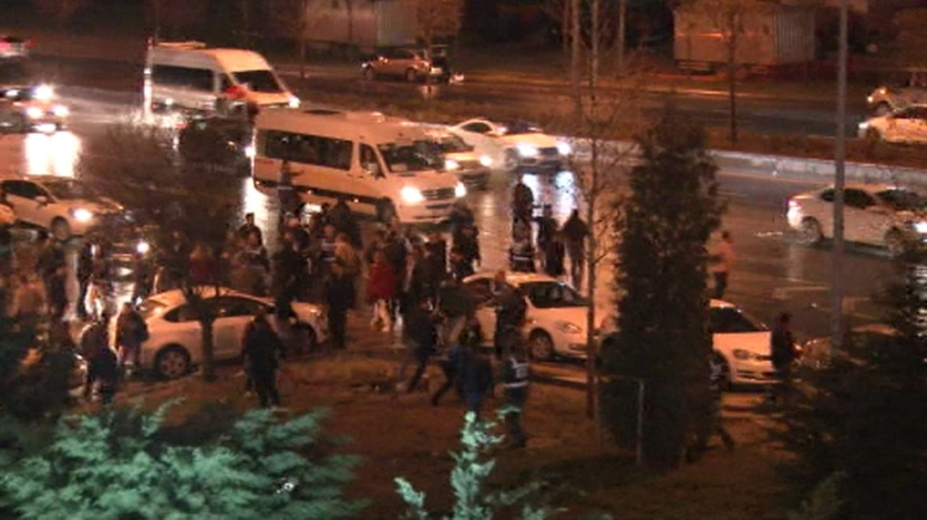Ankara'da AK Parti konvoyuna taşlı saldırı