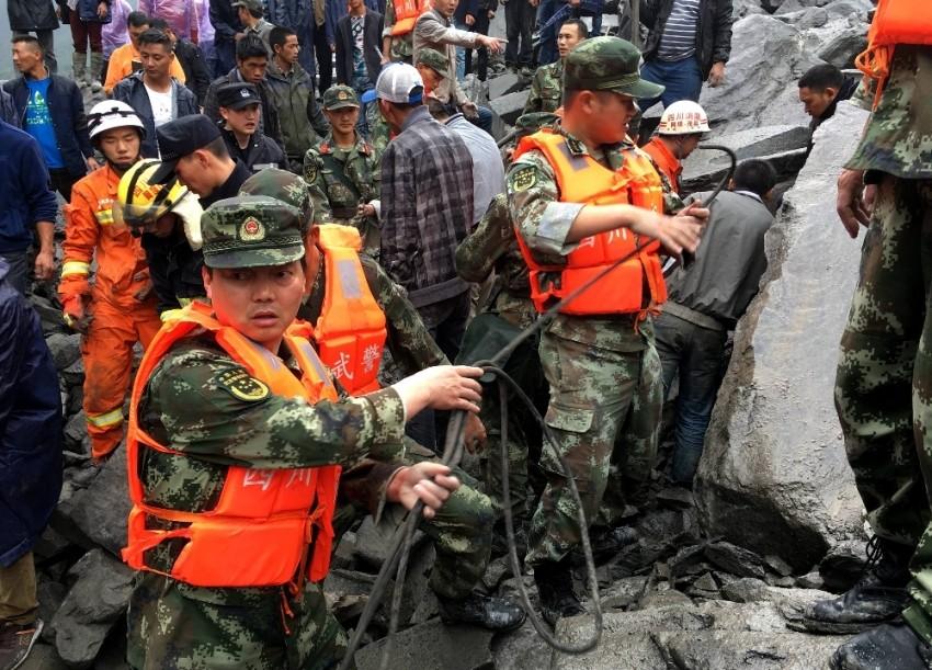 Çin'de toprak kayması: 140 kişi toprak altında