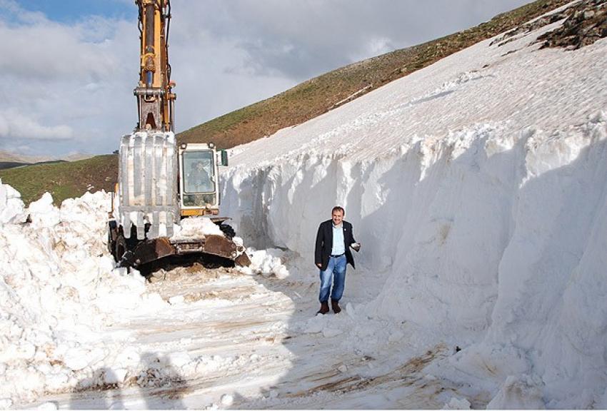 Antalya'nın zirvelerinde karla mücadele